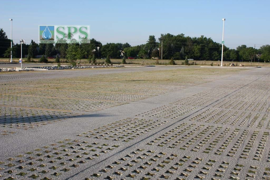 Grasscrete Partially Concealed System At Jp Morgan Chase Bank View Of Parking Lot_04