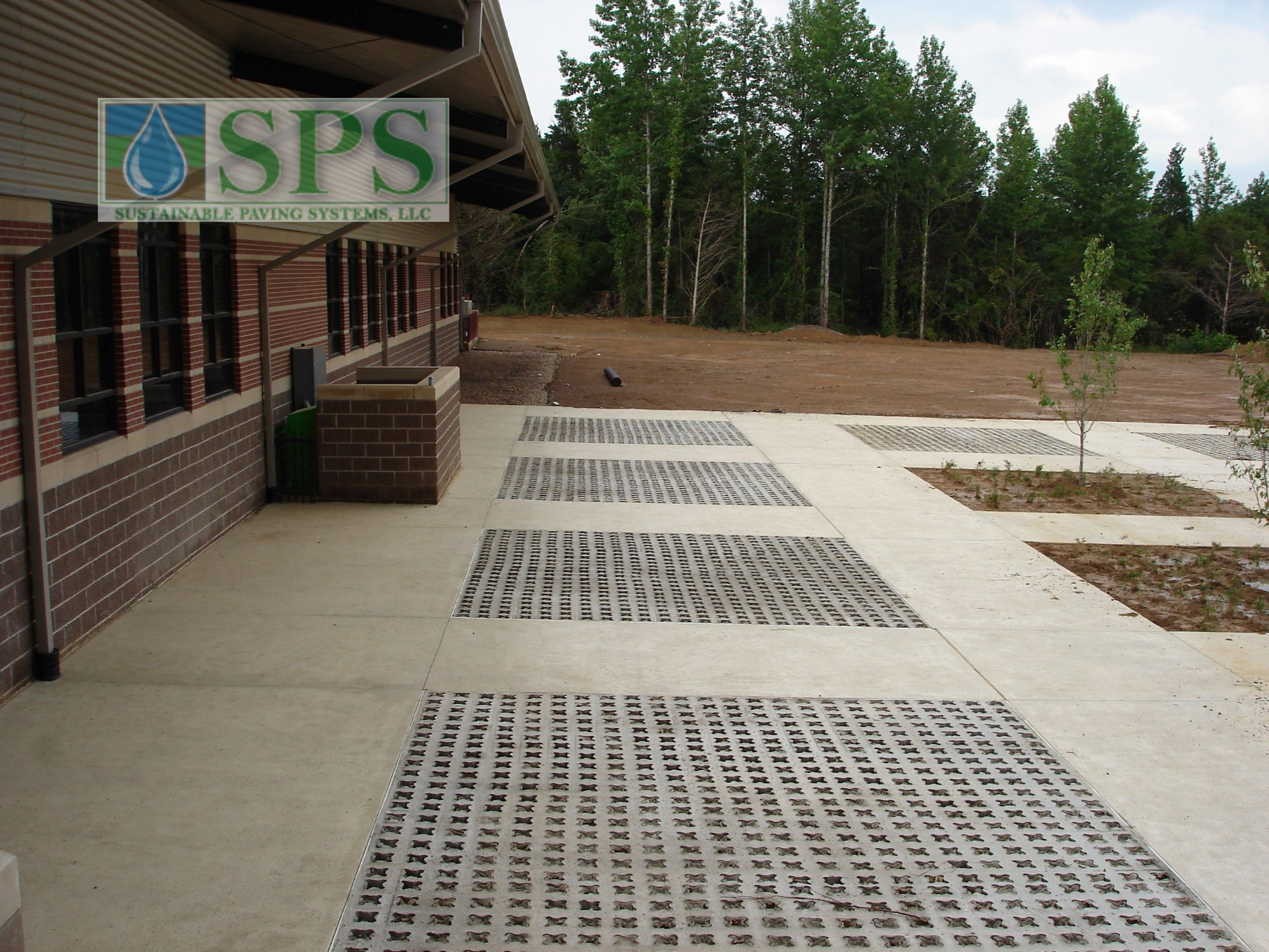 Grasscrete Partially Concealed System At Wooster Elementary View Of Walkways And Play Area_01