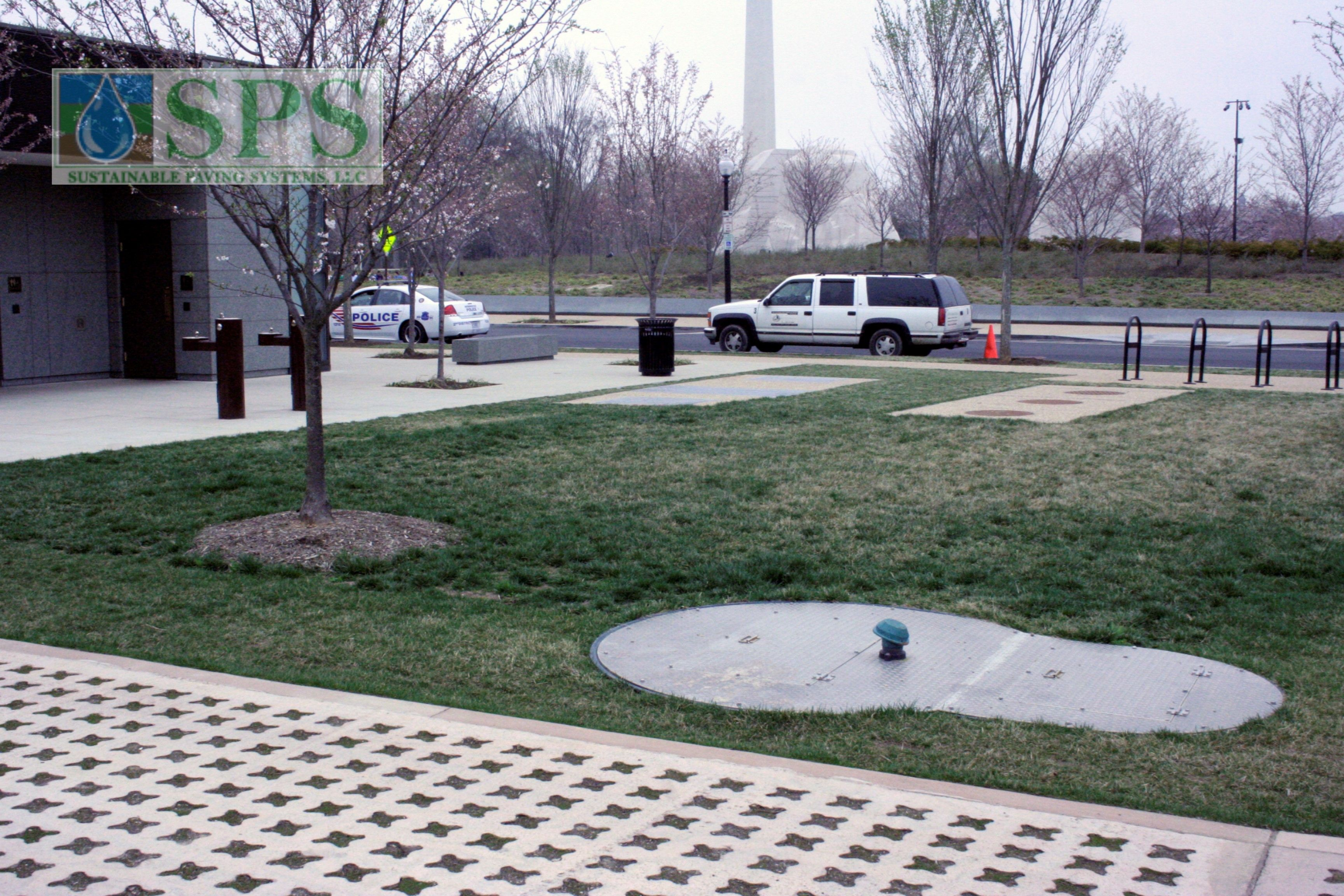 Grasscrete Partially Conceealed System At Mlk National Memorial View Of Vehicle Access_02