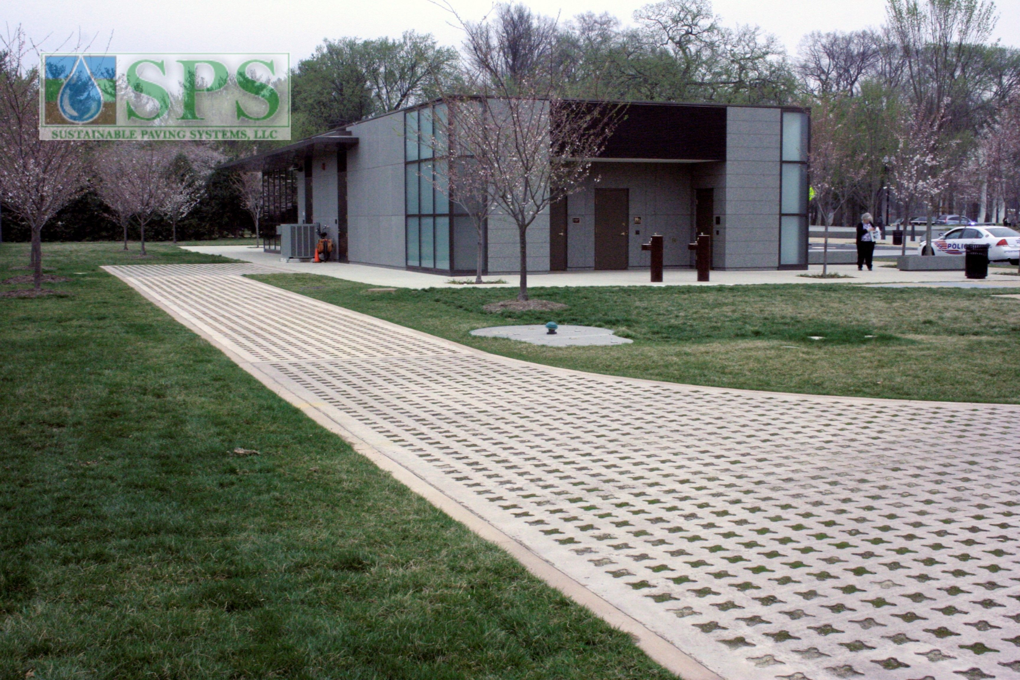 Grasscrete Partially Conceealed System At Mlk National Memorial View Of Vehicle Access_03
