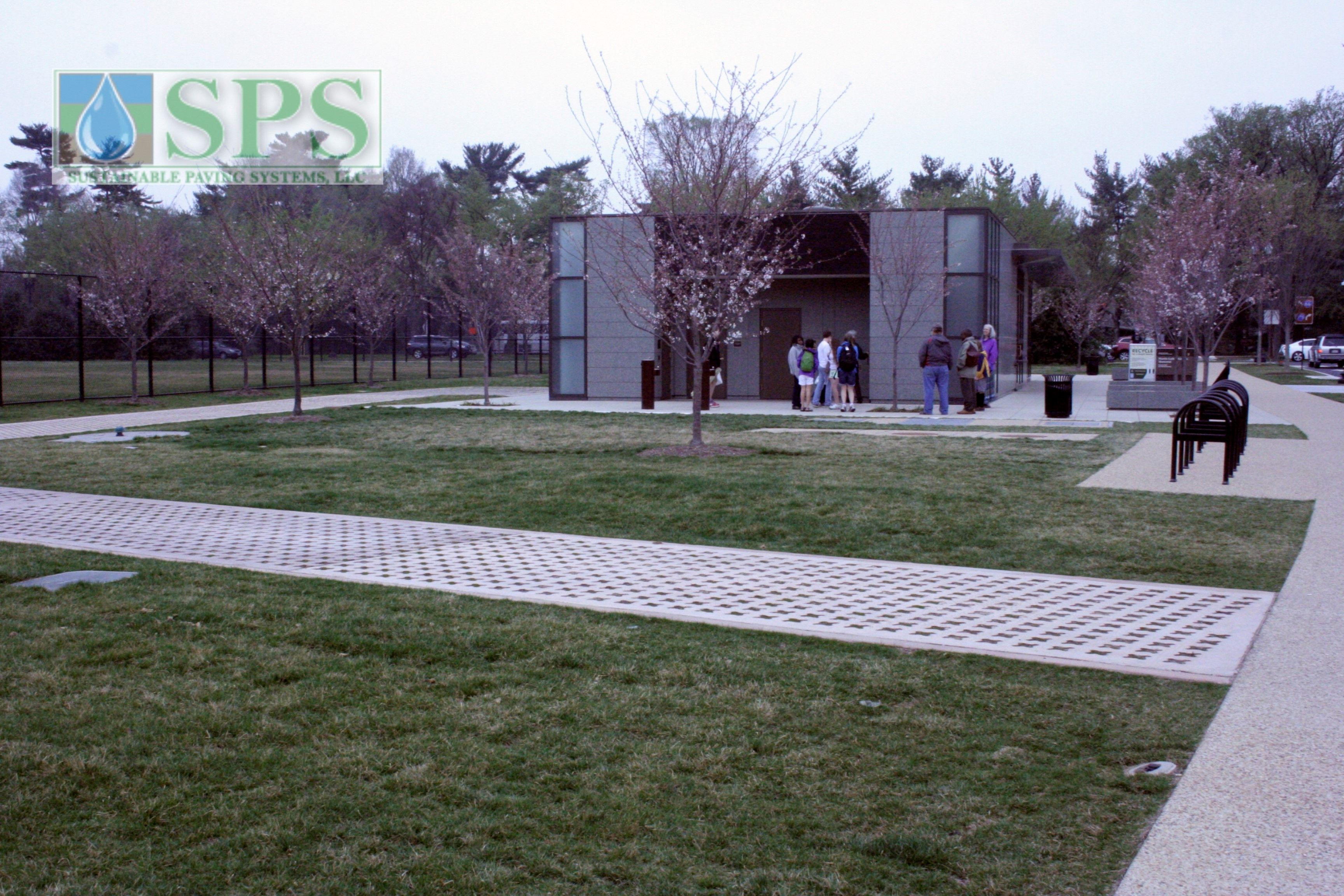 Grasscrete Partially Conceealed System At Mlk National Memorial View Of Vehicle Access_04