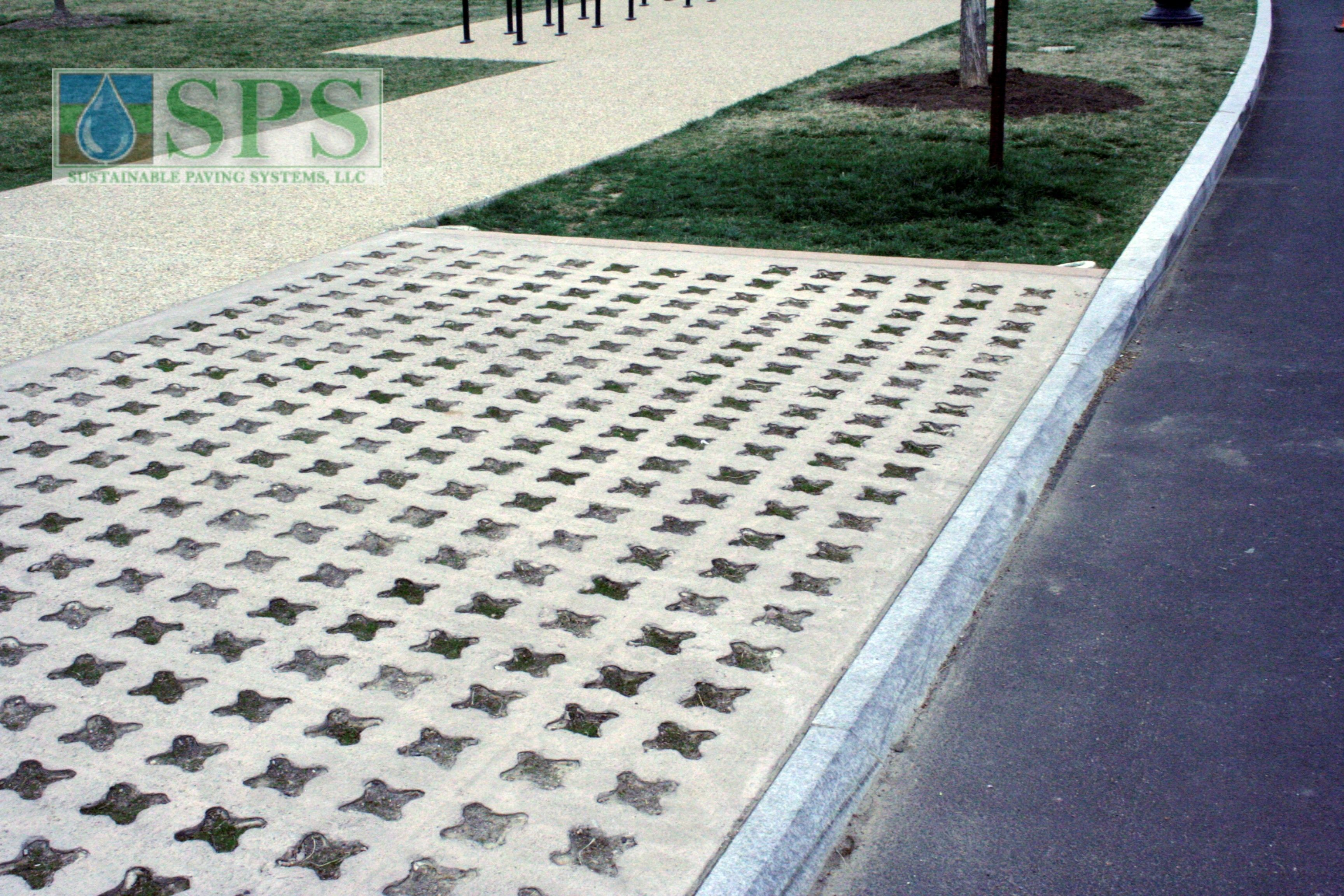 Grasscrete Partially Conceealed System At Mlk National Memorial View Of Vehicle Access_05