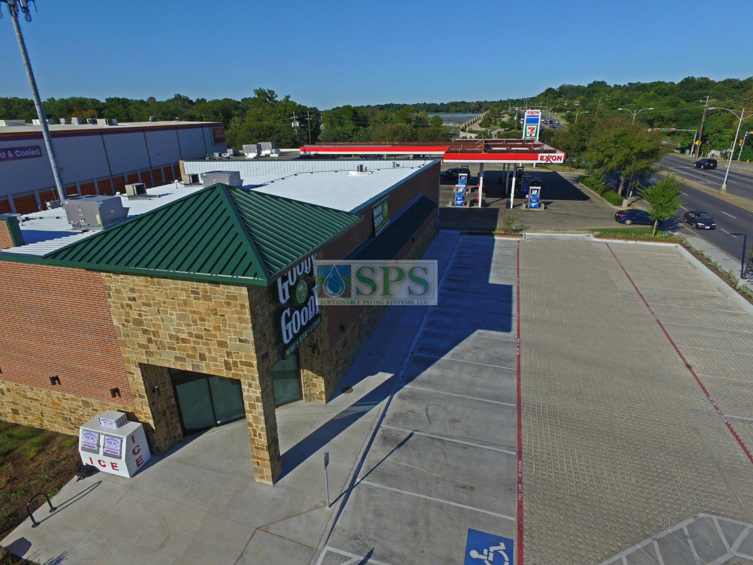 Overhead view of building entrance and parking lot of Goody Goody Liquor in Dallas, TX, featuring Grasscrete Stone Filled Systems installed by Texas Bomanite.