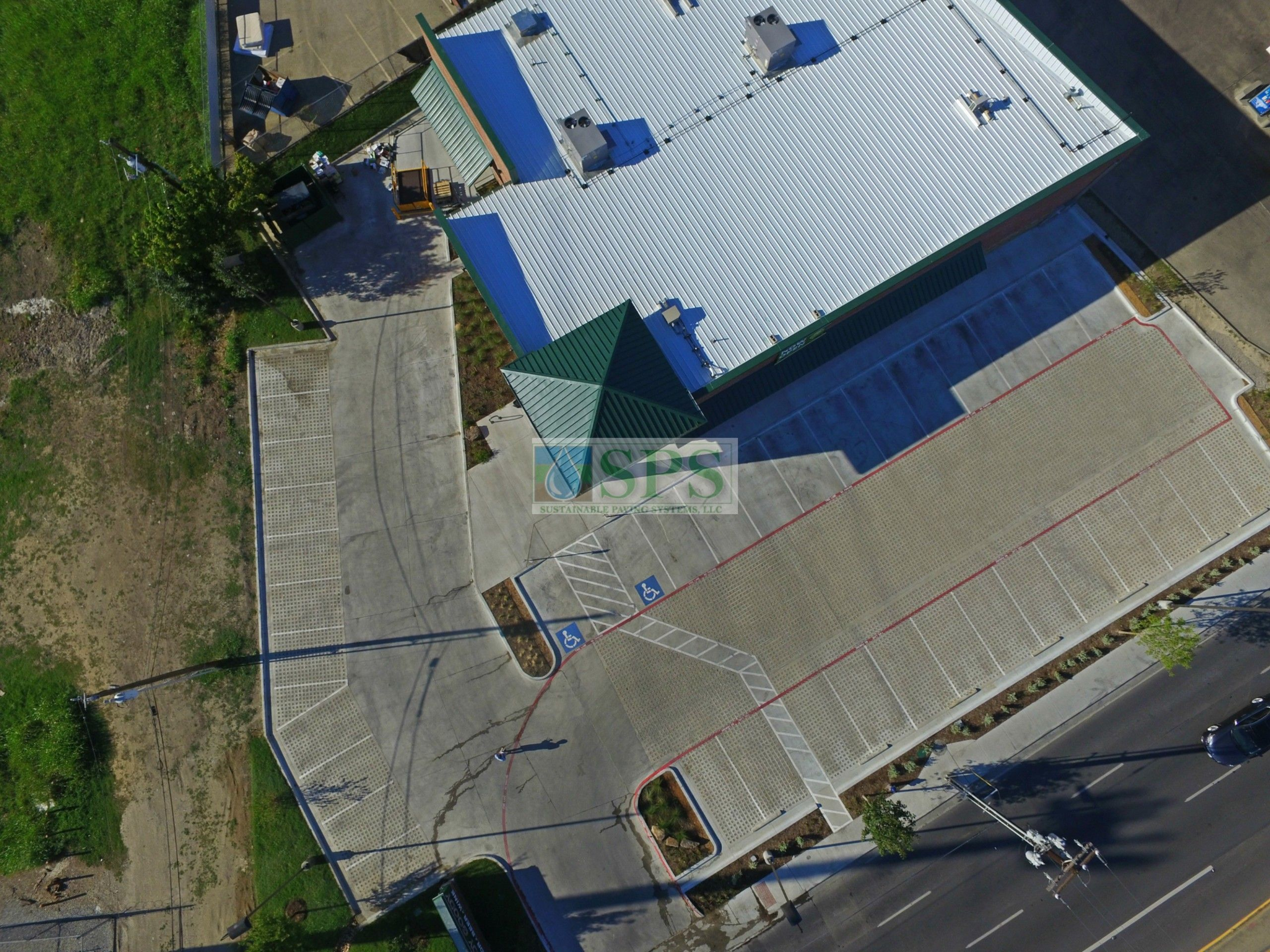Aerial view of the entrance and the parking lot of Goody Goody Liquor in Dallas, TX, featuring Grasscrete Stone Filled Systems installed by Texas Bomanite.