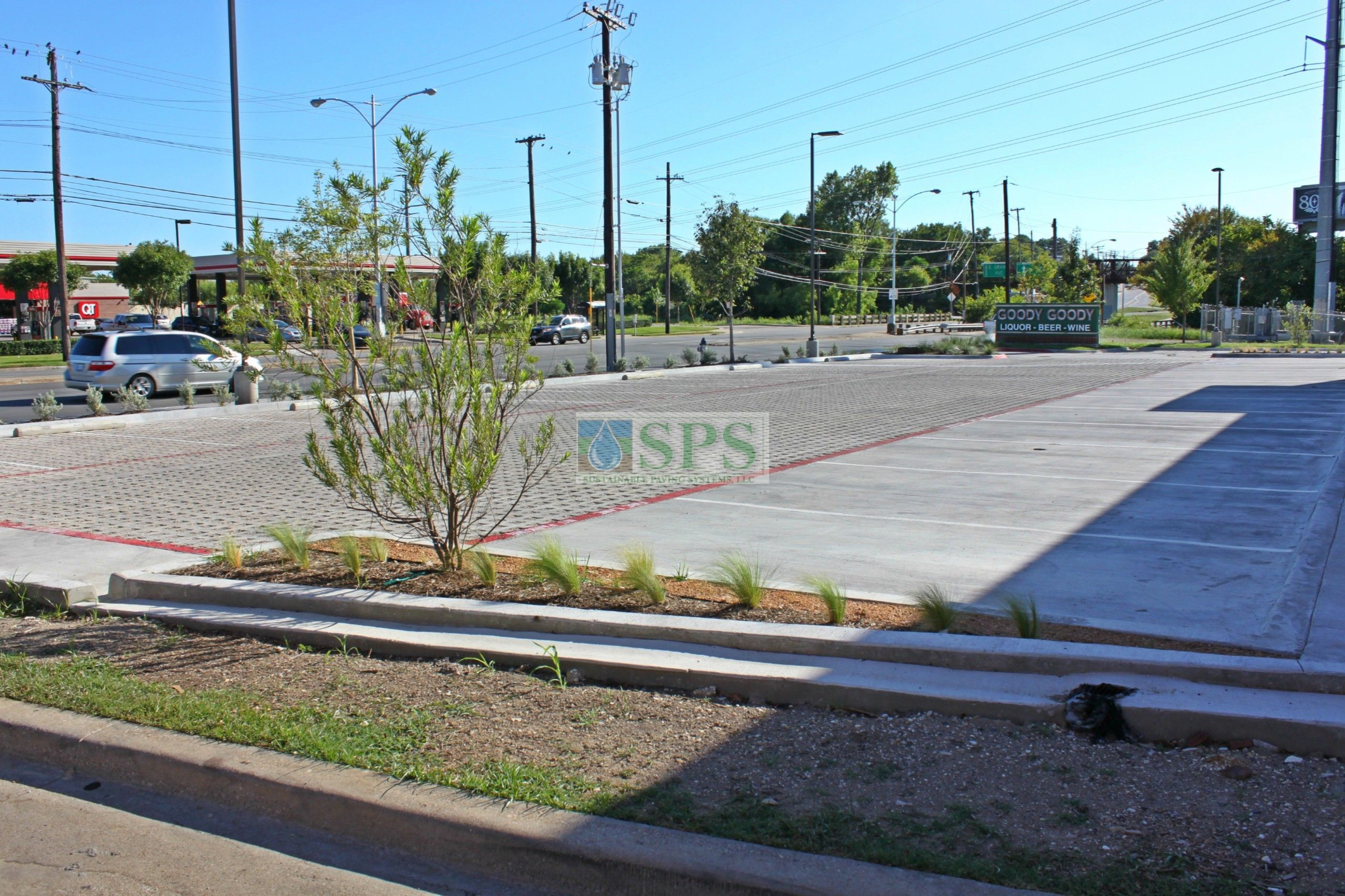 Another view of the parking lot of Goody Goody Liquor in Dallas, TX, featuring Grasscrete Stone Filled Systems installed by Texas Bomanite.