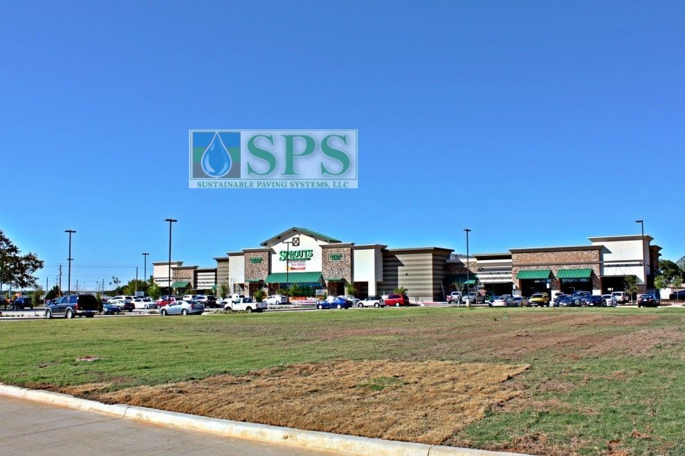 Long wide view of Sprouts Farmers Market in Denton, TX, using Grasscrete Stone Filled System installed by Texas Bomanite.