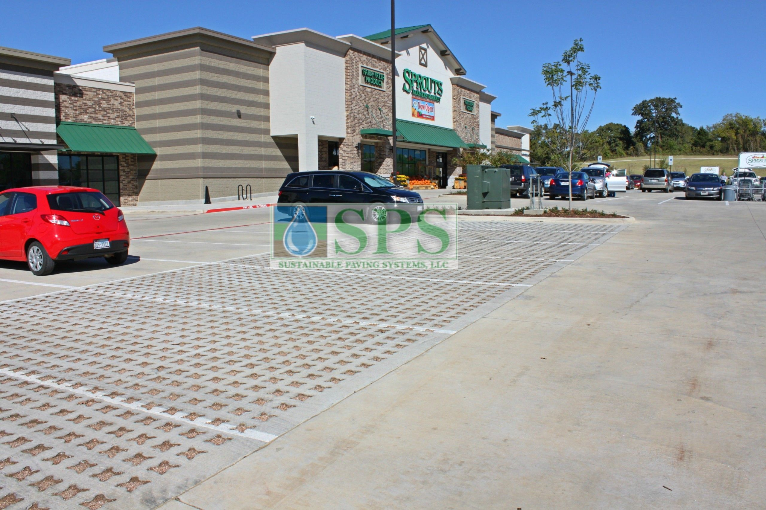 Front entrance and parking lots view of Sprouts Farmers Market in Denton, TX, using Grasscrete Stone Filled System installed by Texas Bomanite.